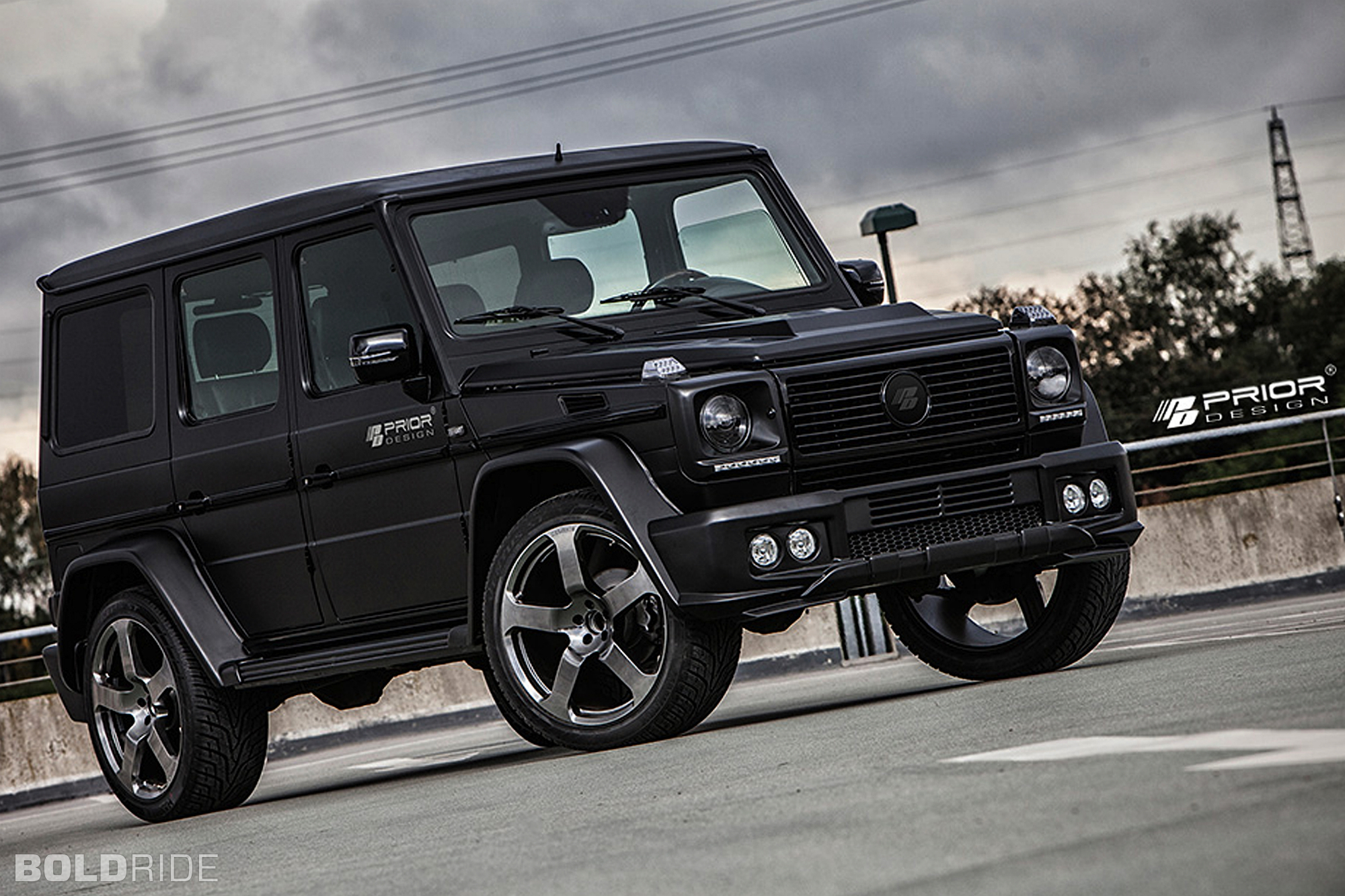 mercedes-benz-g-class in black