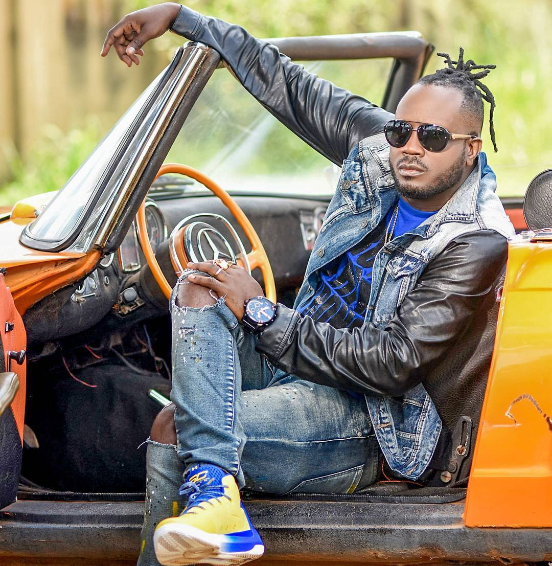 Bebe Cool posing in car