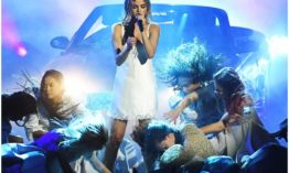Selena Gomez accidentally flashes her panties while performing in a nightdress at American Music Awards (Photos)
