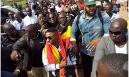 """I don't take nonsense from anyone"" Wizkid blasts international award organizers upon arriving in Uganda"