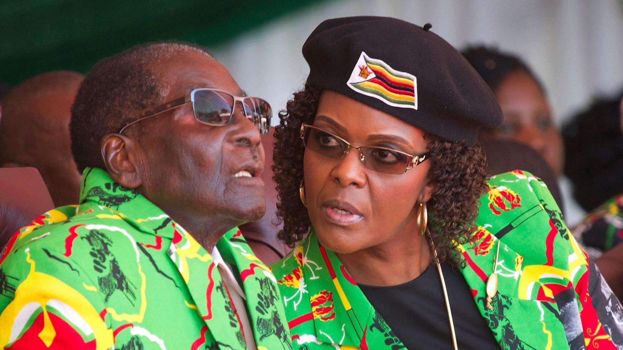 Grace Mugabe and Robert Mugabe on dias