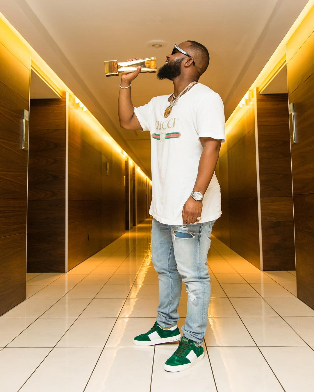 Cassper Nyovest posing with the award that he won at the Sound City Awards in Lagos